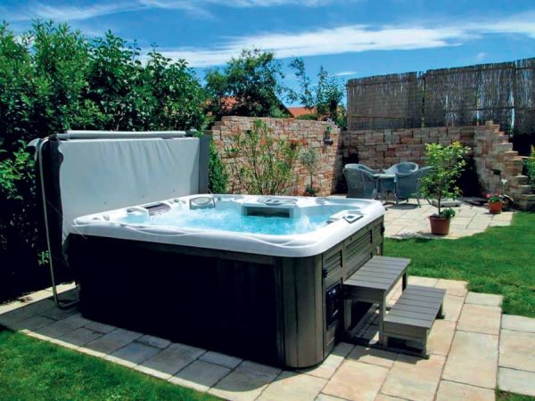 sundance-hot-tub-backyard-cover-installation-Amherst